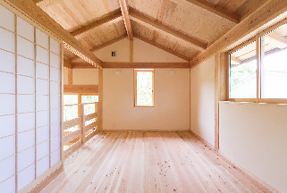 比良_雑木林に建つ家_寝室