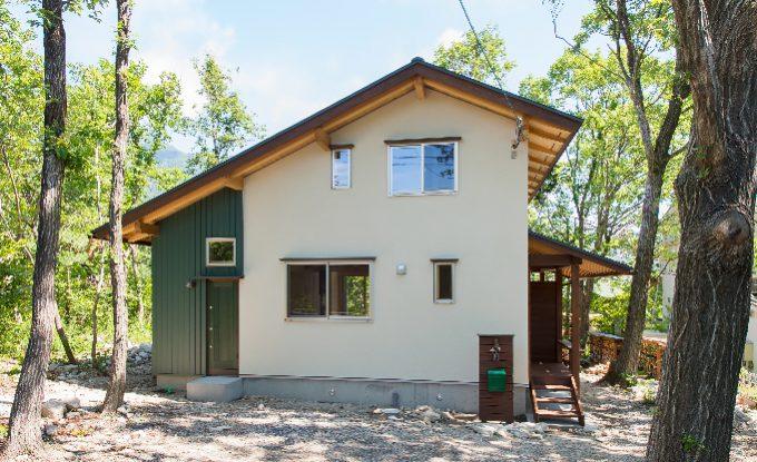 比良_雑木林に建つ家